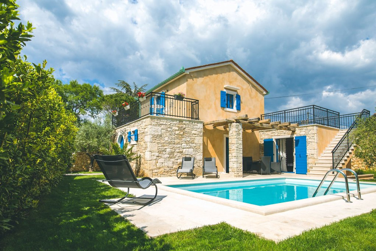 Haus pinezici mit pool ferienhaus in krk mieten for Haus mit pool mieten