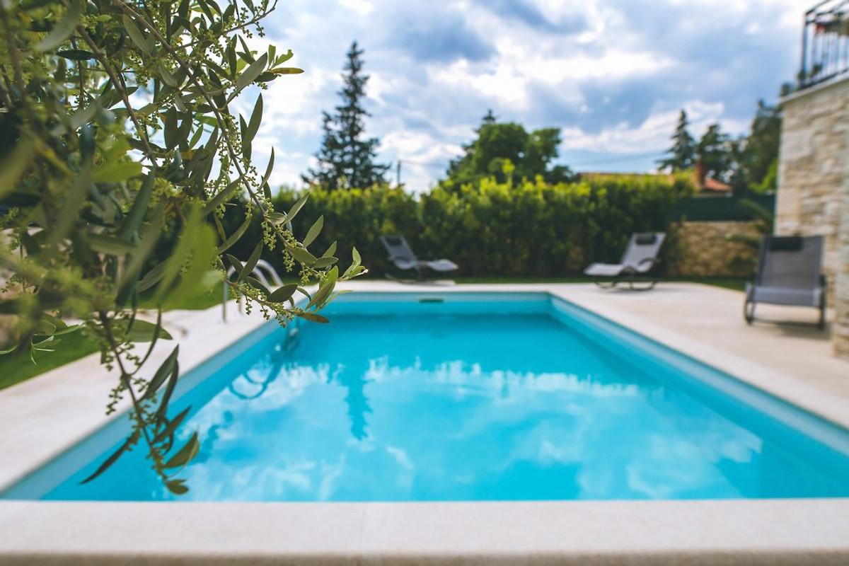 Zwembad In Huis : Huis pinezici met zwembad in krk dhr t cimerman
