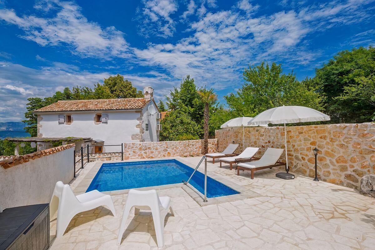 Casa in pietra jela con piscina casa vacanze in dobrinj for 4 piani casa in stile ranch con 4 camere da letto