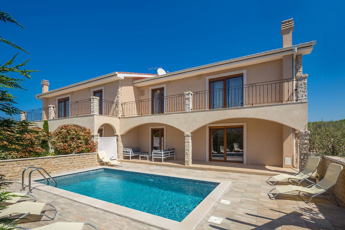 Villa dijanacon piscina casa vacanze in krk affittare for Piani casa a prezzi accessibili 5 camere da letto