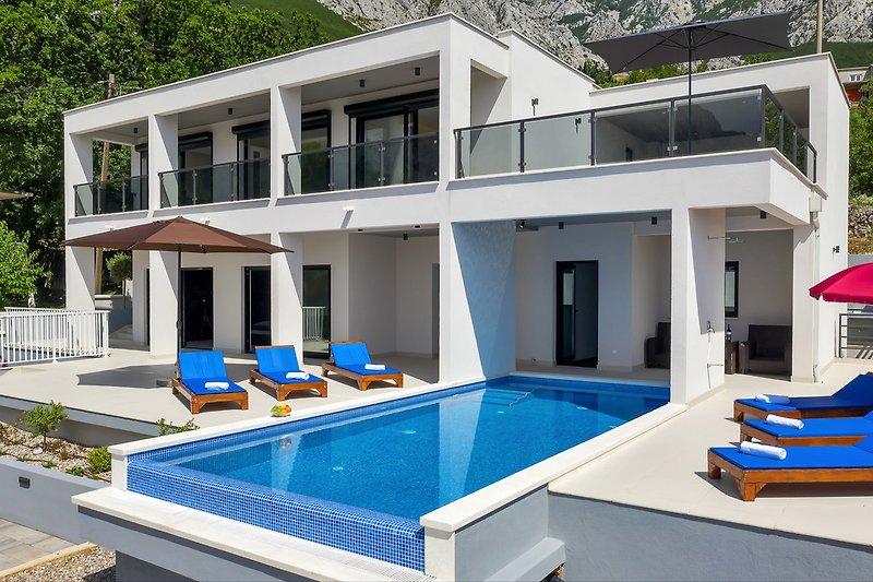 Villa E in Bast