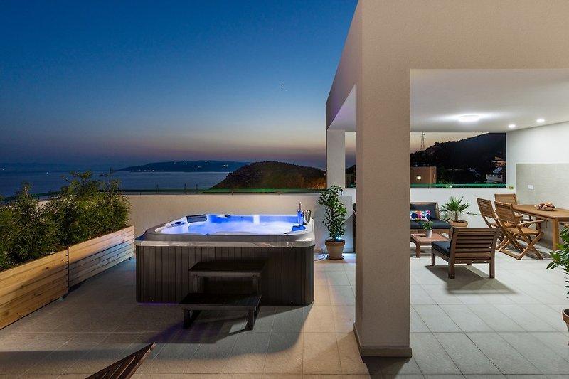 Ferienhaus san mit beheiztem pool ferienhaus in makarska mieten - Whirlpool dachterrasse ...