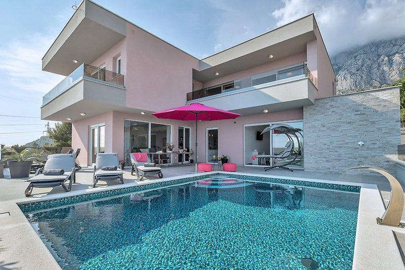 Villa Astra mit Pool