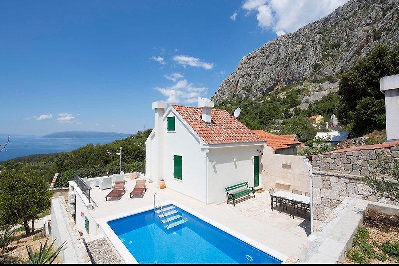 Ferienhaus Mely mit Pool und Meerblick