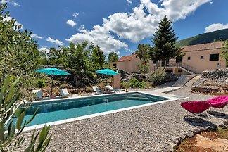 Villa Danica mit Pool in Alleinlage