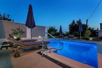 Ruhiges Ferienhaus mit Pool