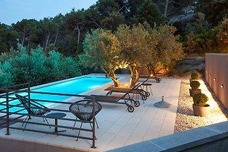 Villa Grigio mit beheiztem Pool