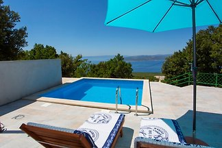 Kleines Ferienhaus Girani mit Pool
