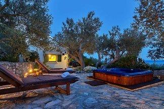 Ferienhaus Dora mit Whirlpool