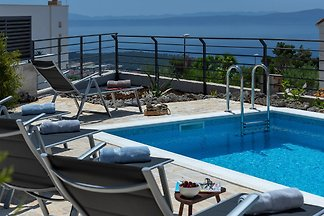 Villa Smart with pool in Makarska
