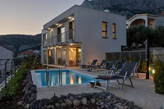 Villa Smart mit Pool in Makarska