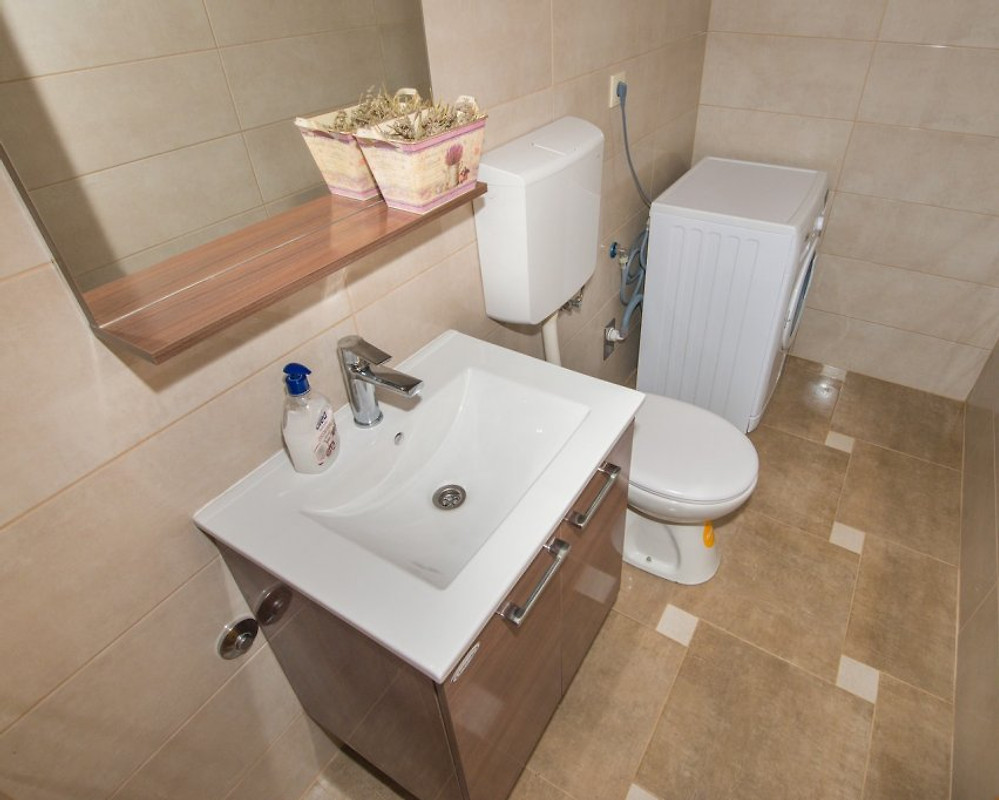 Casa vitto con piscina makarska casa vacanze in makarska for Piani casa a prezzi accessibili 5 camere da letto