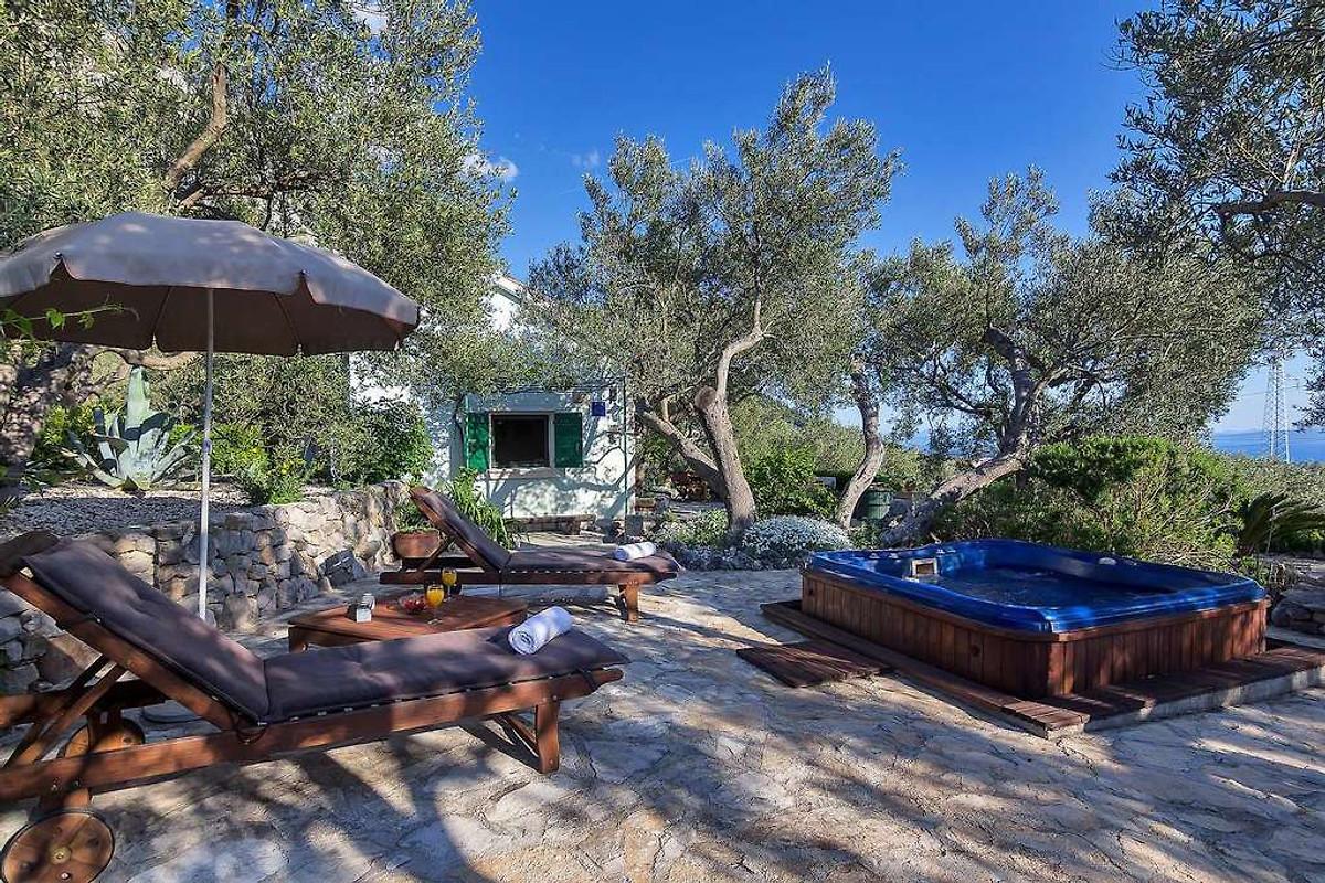 ferienhaus dora mit whirlpool ferienhaus in makarska mieten. Black Bedroom Furniture Sets. Home Design Ideas