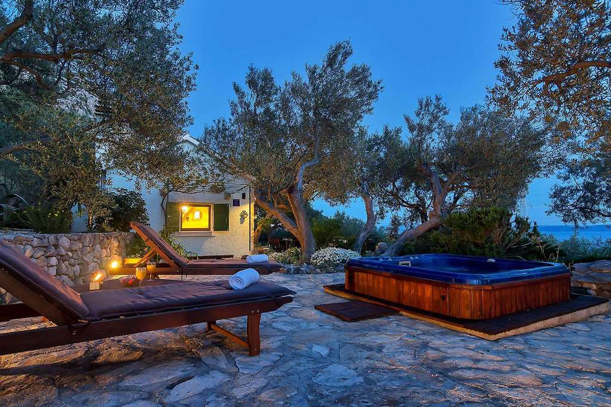 ferienhaus dora mit whirlpool ferienhaus in makarska mieten. Black Bedroom Furniture Sets. Home Design Ideas