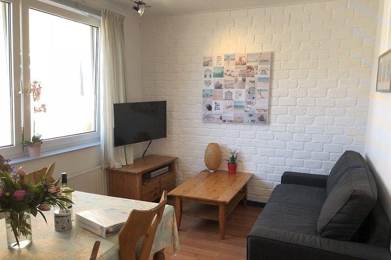 Wohnzimmer mit Smart 4K Fernseher mit Netflix
