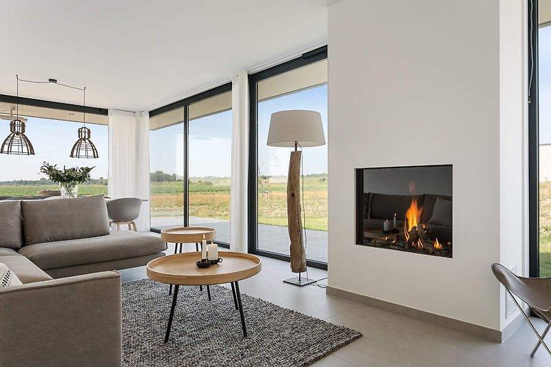 Wohnzimmer mit Panoramablick über die weite Polderlandschaft