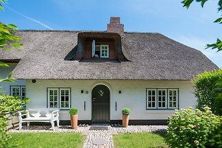 Ferienwohnungen unter Reet von 1760, neu saniert 2011,Sylt