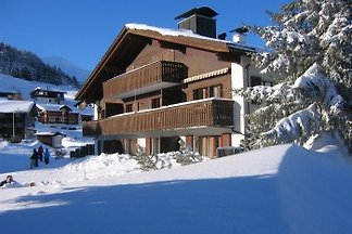 Top Lage im Skigebiet mit großer Sonnenterrasse