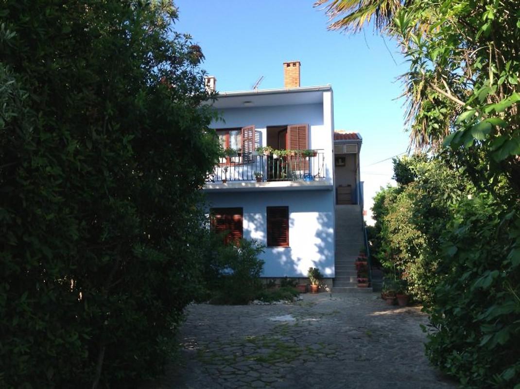 Appartement in villa zwembad tuin de zee vakantie for Zwembad thuis prijzen