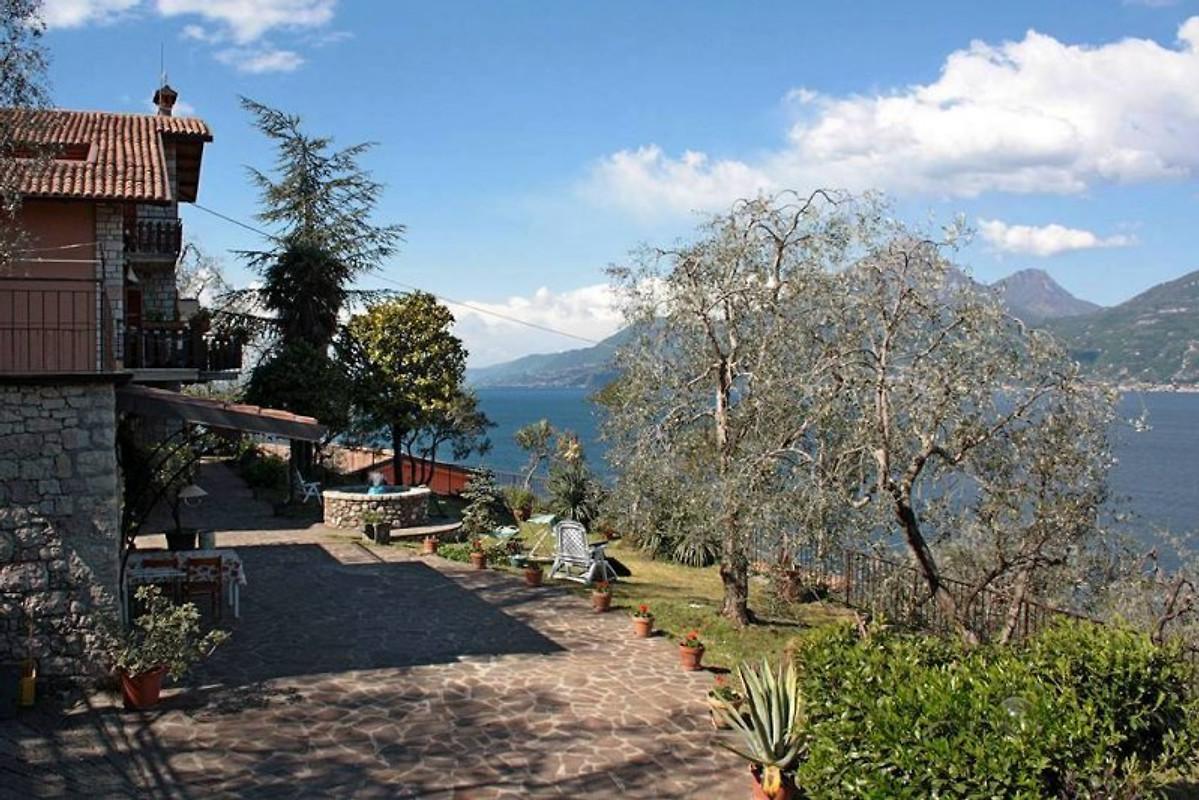 fewo villa paradiso mit pool ferienwohnung in brenzone sul garda mieten. Black Bedroom Furniture Sets. Home Design Ideas