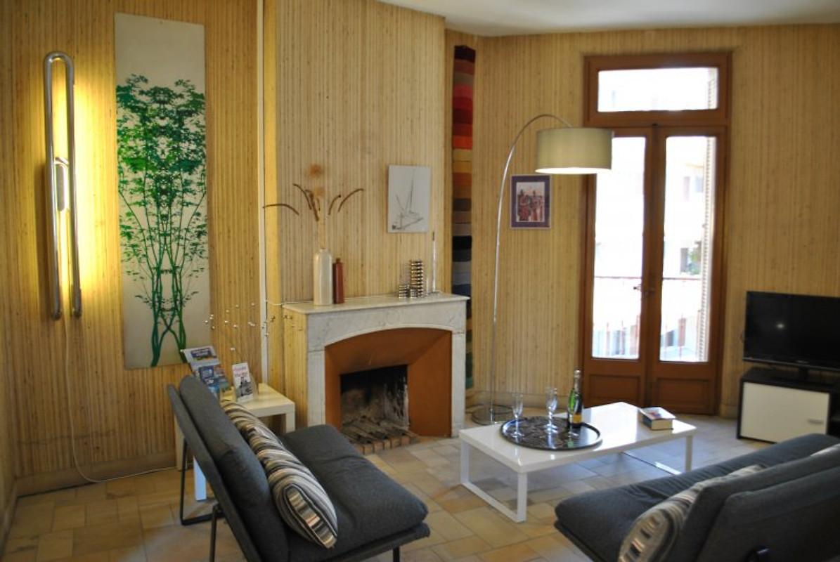 appartement dans maison originale ferienwohnung in toulon mieten. Black Bedroom Furniture Sets. Home Design Ideas