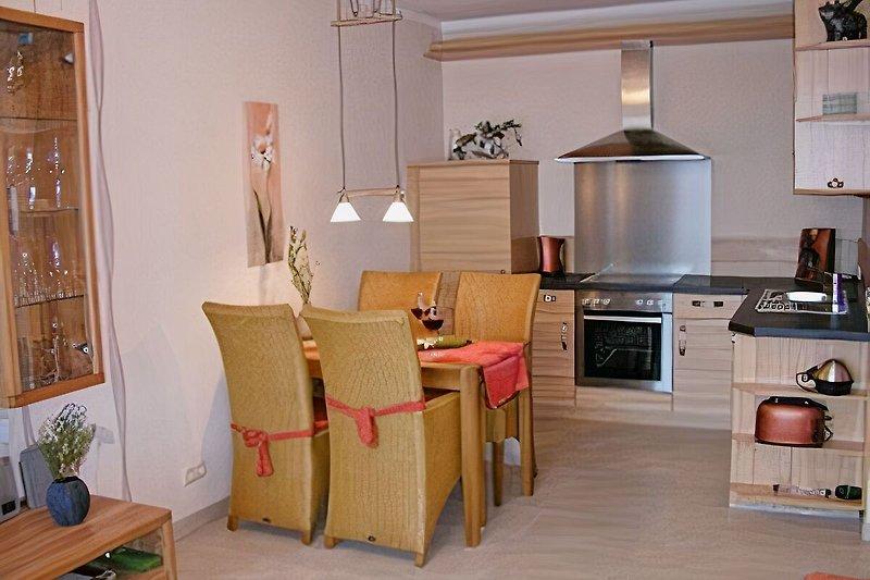 Komfortable Küche mit Essbereich