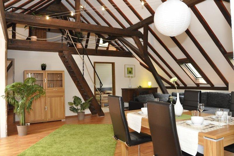 Wohnzimmer mit Blick auf Galerie