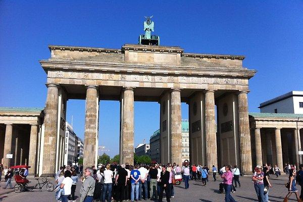BERLIN 3 ZIMMER PRIVAT FERIENWOHNUNG MITTE ZENTRUM nah BRANDENBURGER TOR POTSDAMER PLATZ ALEXANDERPLATZ BALKON 6 Persone