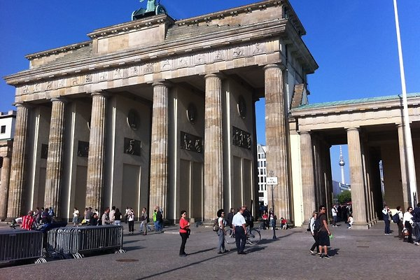 BERLIN ZENTRAL FERIENWOHNUNG 2 GÄSTEZIMMER REINICKENDORF WEDDING UNTERKUNFT ZENTRUM WLAN WIFI 4 PERSONEN