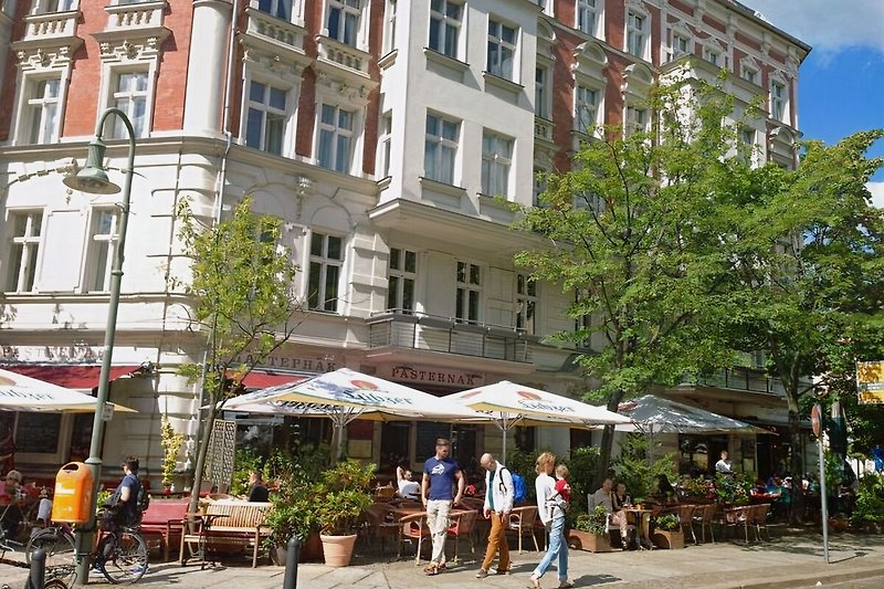 BERLIN PRENZLAUER BERG CENTER 2 ROOM HOLIDAY FLAT CENTRAL VACATION RENTAL ACCOMMODATION up to 4  PEOPLE