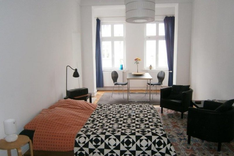 BERLIN CENTRAL GUESTROOM HOLIDAY FLAT CENTER PRENZLAUER BERG near MITTE ALEXANDERPLATZ with WIFIi balkony 3 up to people