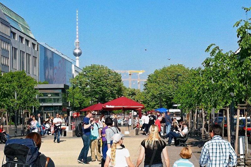 BERLIN MITTE elegante 3 ZIMMER FERIENWOHNUNG ZENTRUM 6 PERSONEN UNTERKUNFT BALKON WLAN WIFI NR nah BRANDENBURGER TOR