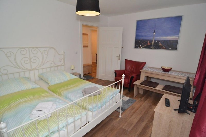 BERLIN CENTER 2 ROOM HOLIDAY FLAT VACATION RENTAL ACCOMMODATION CENTRAL WEDDING REINICKENDORF WLAN WIFI up to 4 people