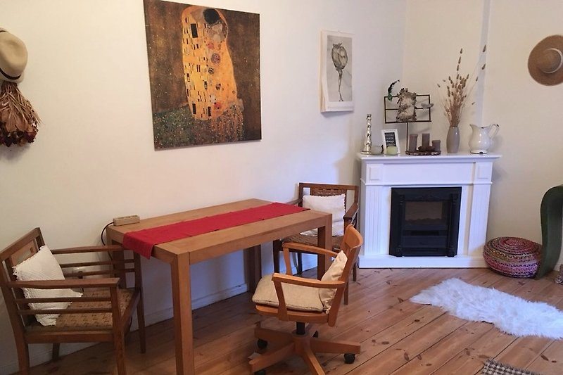 BERLIN MITTE CENTER GUESTROOM 1 ROOM HOLIDAY FLAT CENTRAL with WIFI WLAN, PRIVAT TERRACE up to 4 people