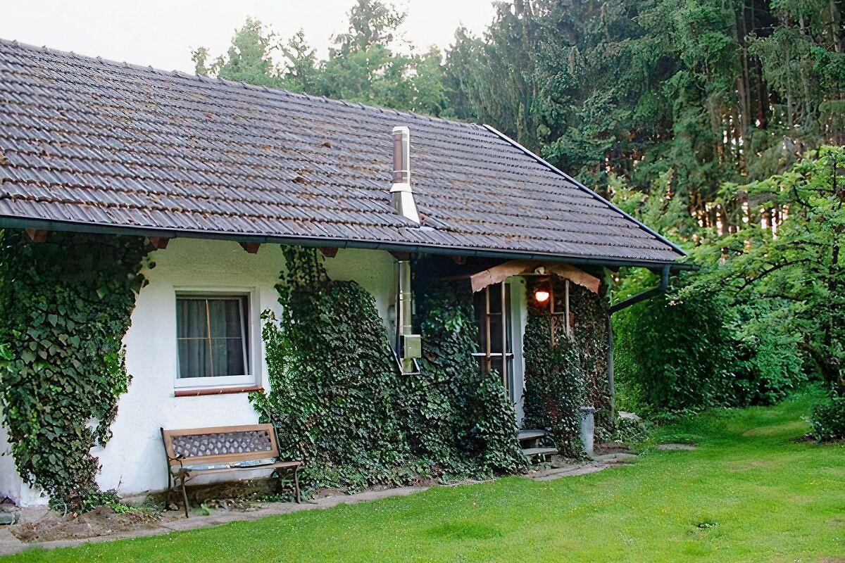 kleines haus am waldrand ferienhaus in kirchdorf am inn mieten. Black Bedroom Furniture Sets. Home Design Ideas