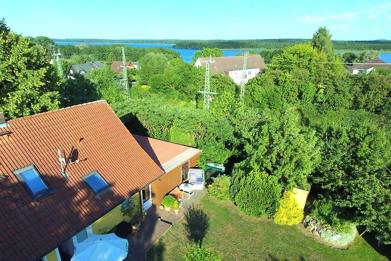 Luftbild Ferienwohnung und der Schweriner See