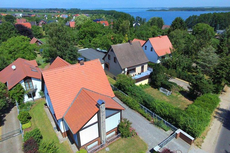 Luftbild Ferienhaus Wickendorf und der Schweriner See