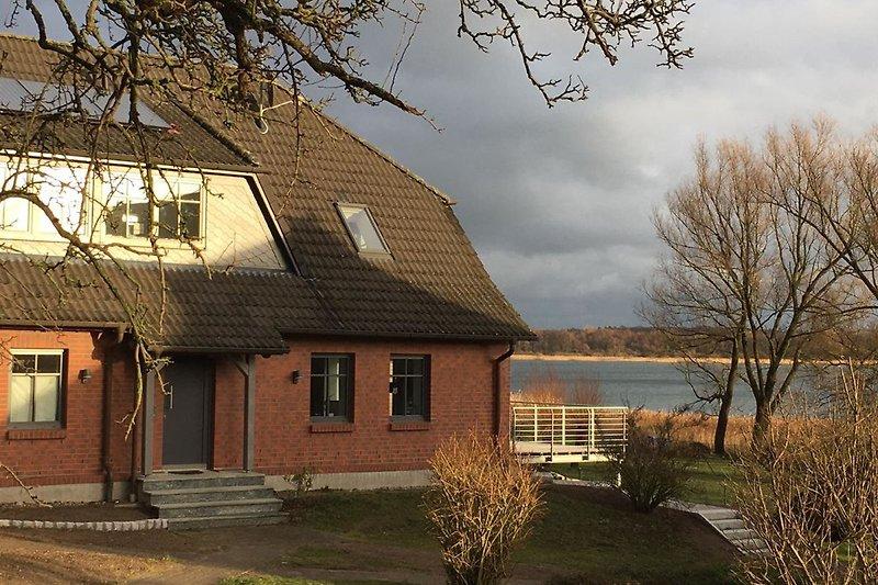 Haus und Grundstück am See