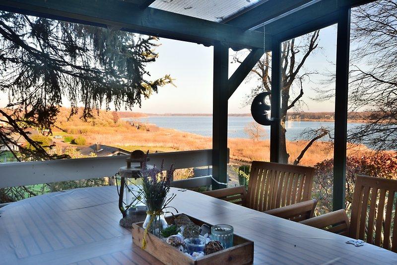 Überdachte Terrasse mit traumhaften Panorama Seeblick