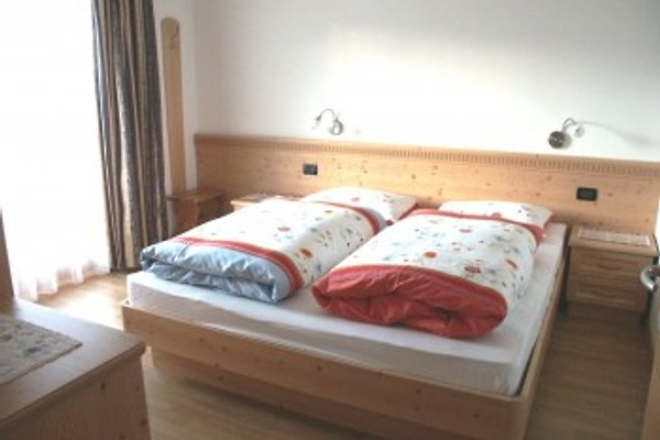 große helle Schlafzimmer