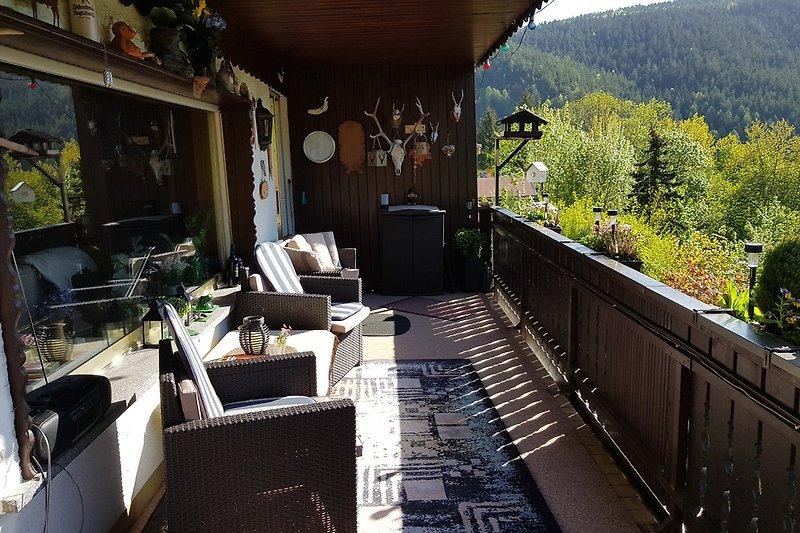 Großer Balkon m. schönem Ausblick