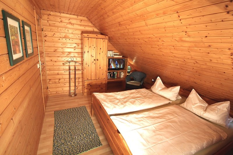 Schlafzimmer mit Farb TV