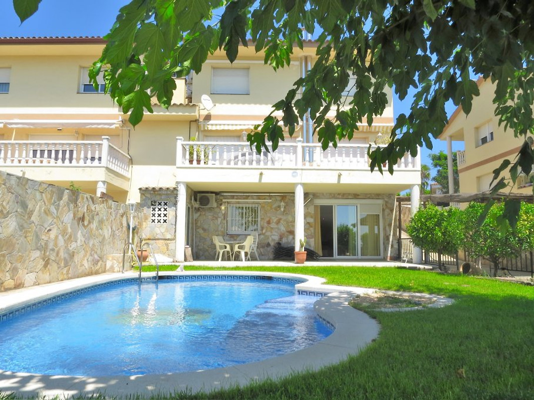 Villa Carolina Beach Pool Holiday Home In Barcelona