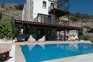 Luxus grosse Villa fuer 12-14 Personen am Meer mit priv Pool in Gundogan-Bodrum