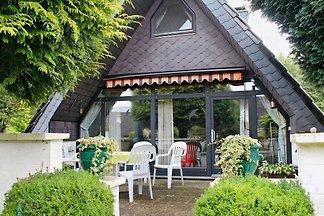 gemütliches Nurdachhaus mit wunderschönem Garten