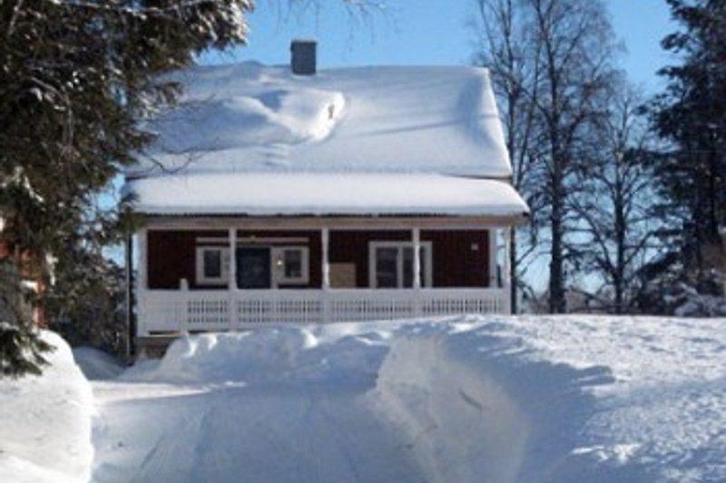 Unser Haus im Winter - Snowmobiltrack direkt ab Haus