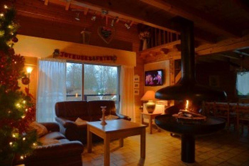 chalet de charme Wohnzimmer mit Holzfeuer