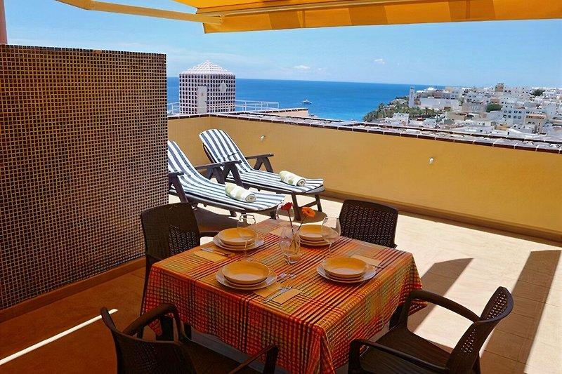 22 m2 Terrasse, mit Blick auf das Meer