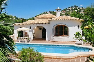 House for 4 - 6 people, large garden with 4 x 8 m pool