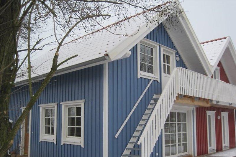 Die Wohnung NILSSON liegt im Obergeschoss des blauen Hauses